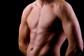 Nackter Oberkörper von trainiertem Mann