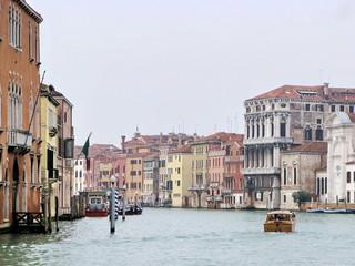 Palais, bateaux et Grand Canal, Venise. Italie.
