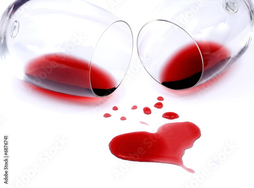 Poster Wijn Red wine spilled from glasses