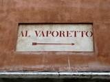 Al Vaporetto, Inscription sur un mur ocre. Venise. Italie. poster