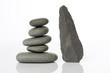 galet pierre dolmen silex tour méditation forme zen réflexion