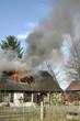 Wohnhaus Brand! Flammen schlagen aus dem Dachgeschoss!