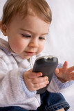 bébé télécommande tv télévision enfant zapper média poster