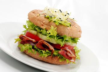 Hamburger mit Schinken