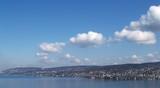 cumulus  et ciel bleu sur zürich poster
