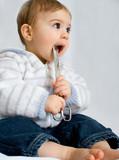 bébé enfant ciseaux danger risque avaler dangereux accident poster