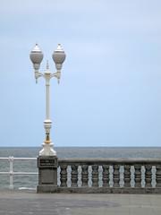 Farola y balustrada