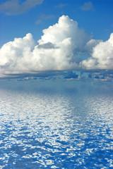 nuages au dessus de la mer