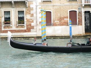 Gondole noire et argent, Venise, Italie
