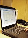 software gestionale su monitor di un pc portatile  poster