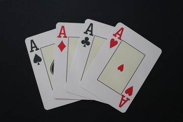 Poker - Cuori Quadri Fiori Picche - Sfondo Nero