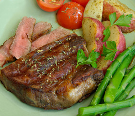 Steak with Potatoes, Tomatoes, and Asparagus