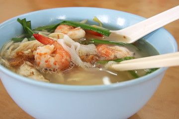 Chinese prawn noodle soup