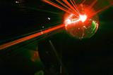 boule a facettes avec rayons laser rouge soirée en discothèque poster