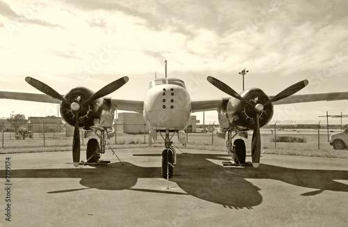 stary-bombowiec,-widok-z-przodu,-plakat,-zdjecie