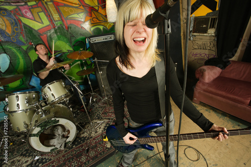 Female bass player screaming