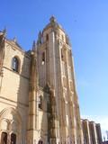 Vista de la torre y lateral de la catedral de Segovia poster