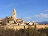 Vista de la catedral de Segovia con las murallas poster