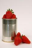 boite de conserve de fraises poster