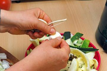 Hausarbeit, Küche, Salat Zubereiten