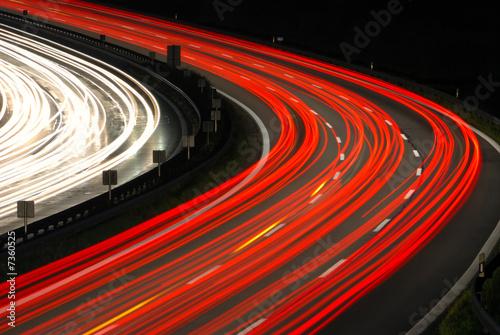 Autobahnkurve Nacht