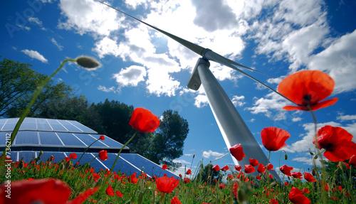eolienne et panneau solaire