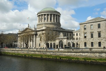 Four Courts overlooking the River Liffey ( 1796)
