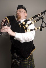 bagpipe player 3