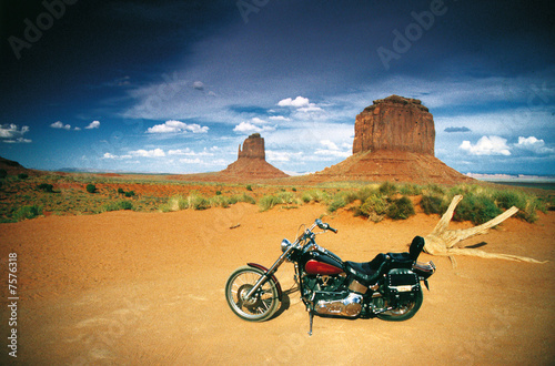 Monument Valley Bike - 7576318