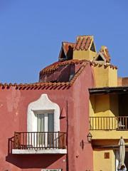 Porto Cervo, Costa Smeralda, Häuser in Pastellfarben, Sardinien.
