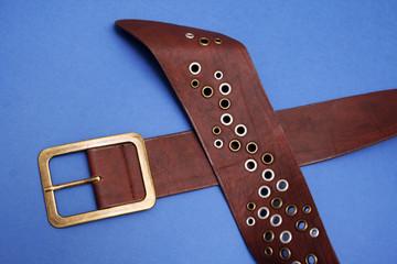 cinturon con remaches