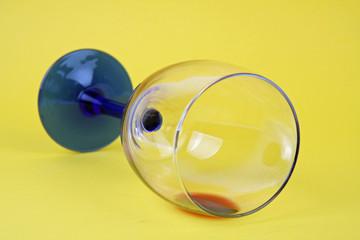 Liegendes Weinglas