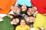 Grand-mère, père, mère et enfants