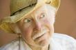 Фото со стока - Красивый старший мужчина стиле соломы Ковбойская шляпа.