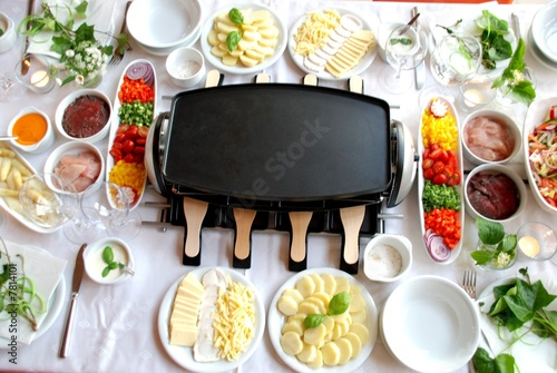 Leinwandbild Motiv Gedeckter Tisch / Raclette