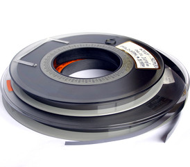 Magnetic tape reels for data storage