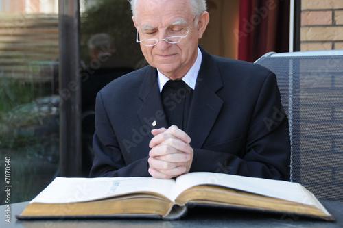 Priester - 7870540