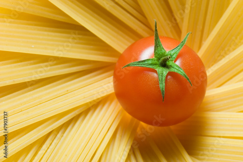 Spaghetti and tomato