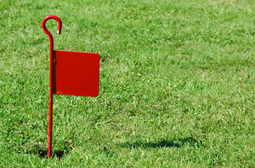 red flag on rough putting lawn