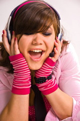 The singing girl in headphones