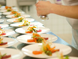 Fototapety profikoch bereitet sashimi tellerreihen bankett gastronomie
