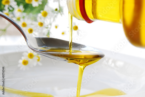 Leinwanddruck Bild gesundes öl - flüssiges gold