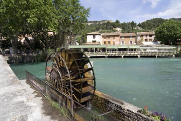 La Sorgues au village de Fontaine de Vaucluse