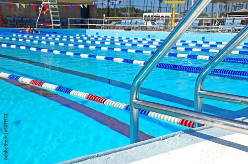 Community Swimming Pool - 8091572