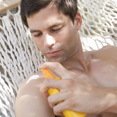 A man applying sun lotion