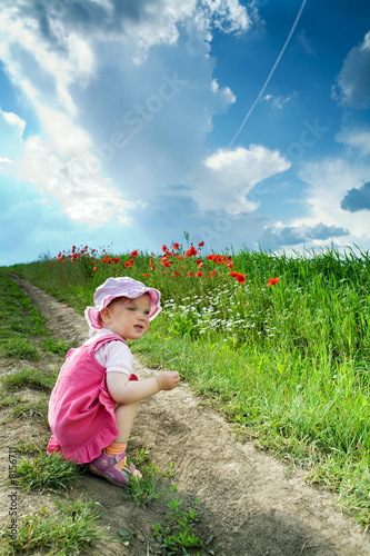 Leinwanddruck Bild Girl amongst field