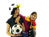 kinder halten einen fussball, deutsche mannschaft fans poster