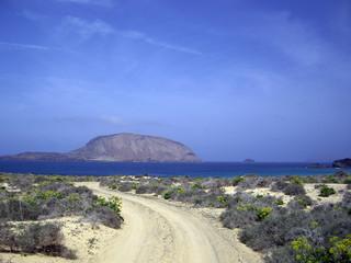 montaña clara desde la graciosa. archipielago chinijo (canarias)
