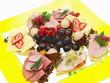 belegte brötchen,baguette mit verschiedene füllung,salat,obst