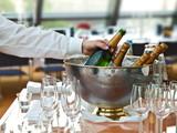festtagsbüffet,champagnerflaschen,bankett gastronomie poster